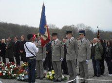 3. Buchenwald : Sur la place d'appel, cérémonie en compagnie de 4 militaires du 8e Régiment de Transmissions du Mont Valérien, participant à notre voyage