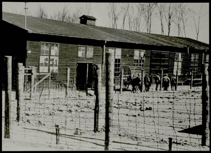 Photographie d'une baraque de Buchenwald © AFBDK