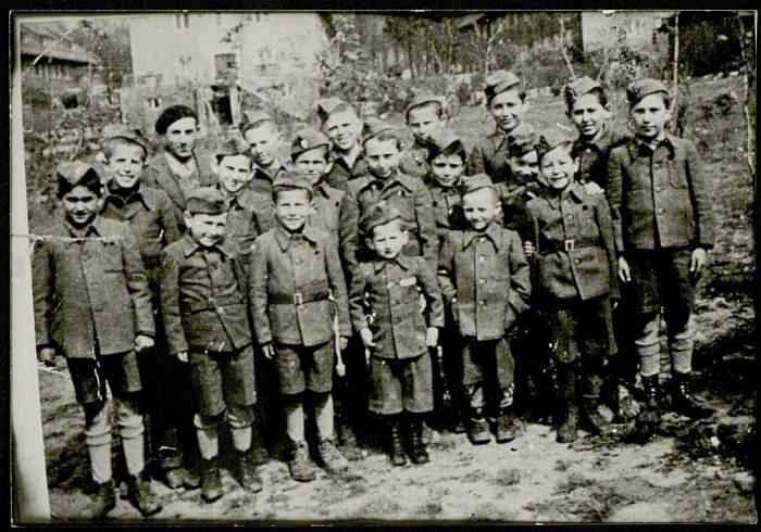 Photographie d'un groupe d'enfants libérés de Buchenwald