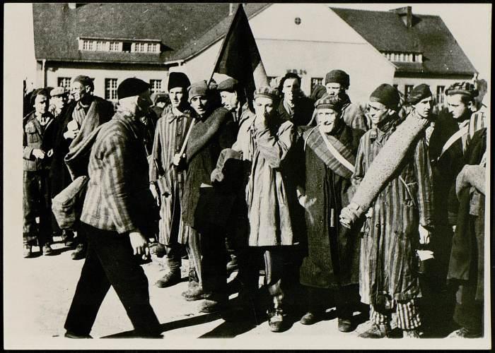 Photographie de déportés de Bergen-Belsen à la libération © AFBDK