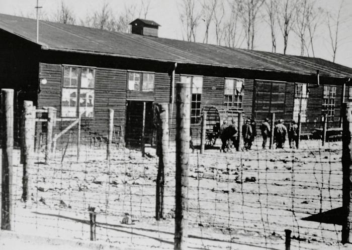 Photographie d'une baraque à la libération © AFBDK