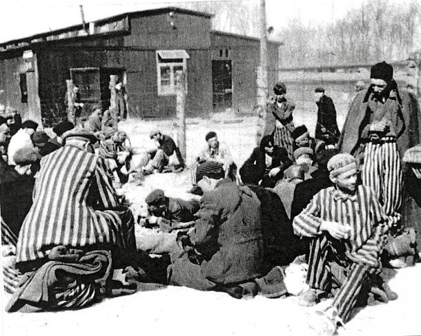 Photocopie de photographie d'un groupe de déportés à la libération © AFBDK