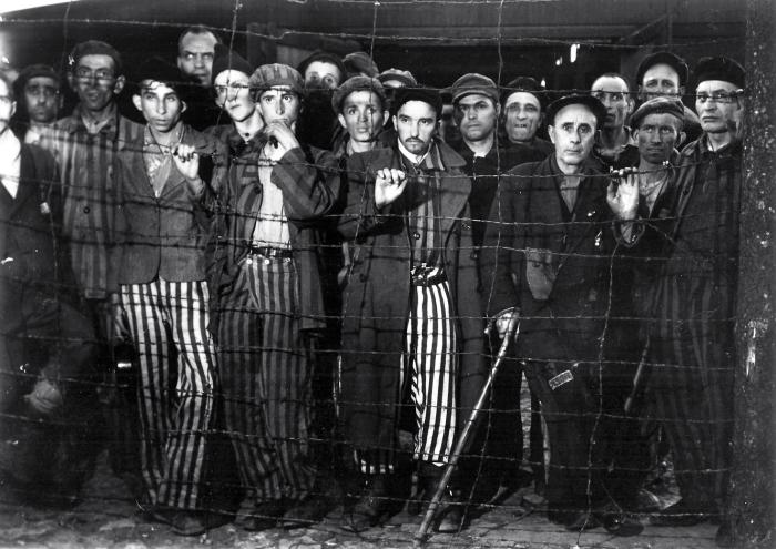 Photographie prise par la reporter américaine Margaret BOURKE-White à Buchenwald le 28 avril 1945. Document remis par Pierre-Laurent MAZANS du Journal du dimanche © AFBDK